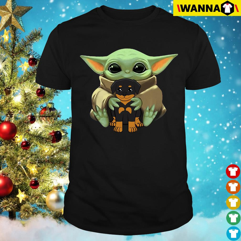 Baby Yoda hug Rottweiler shirt